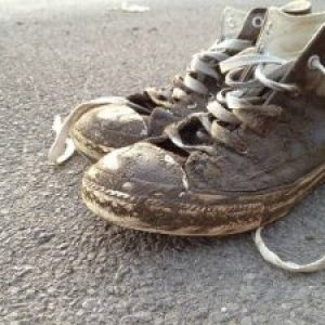 how to get motor oil out of shoes
