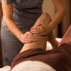 do massage therapists wear scrubs